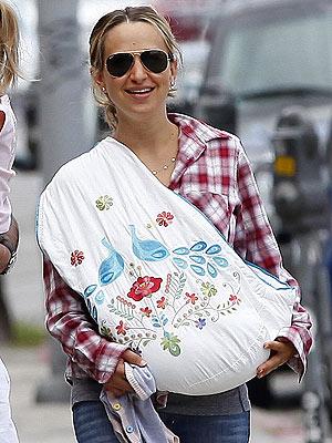 Jennifer Meyer baby carrier ring sling